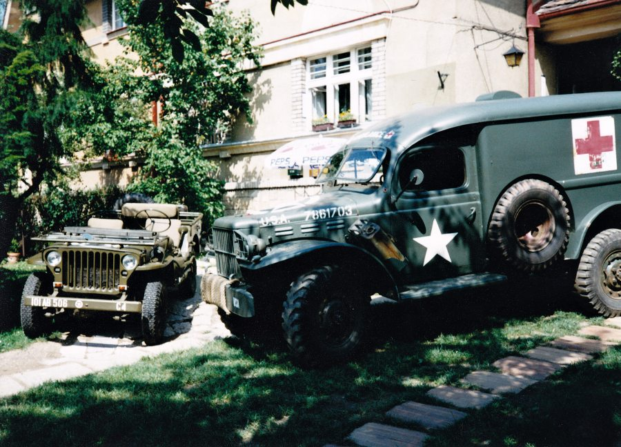 Jeep Willys MB a Dodge WC 54